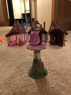 Tangled Rapunzel tower with two figurines