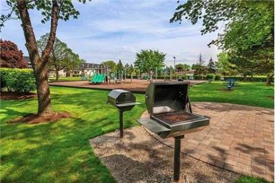 Charm and character Grove Apartments in Mount Prospect, IL!