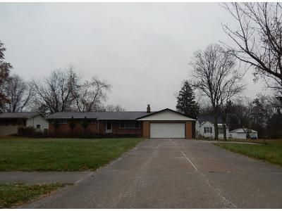 3 Bed 1.0 Bath Preforeclosure Property in Bedford, OH 44146 - Bartlett Rd