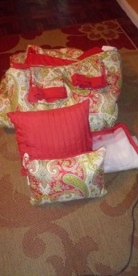 Queen comfort with 2 shams 2 pillows bed skirt
