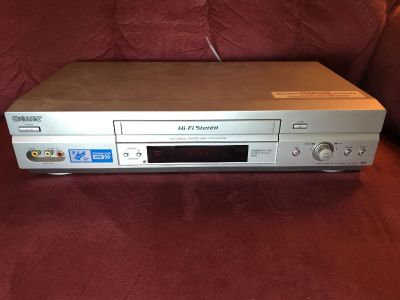 Sony vcr with power and video cables