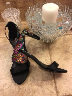 STEVE MADDEN Inca Black/Multicolored Embroidered Jeweled Heels 7.5 M