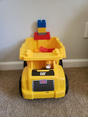 Cat mega block truck