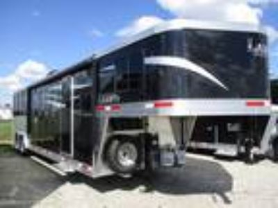 2019 Lakota Trailers Charger 8313.5 Living Quarters 3 horses