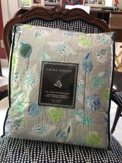 Laura Ashley At the Seashore Full/Queen REVERSIBLE QUILT Blue Gray Sea Shells