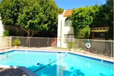 2 bedrooms Apartment - Spend your weekends strolling only two blocks to the beach. Pet OK!