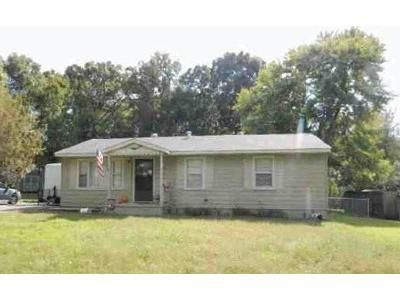 3 Bed 1 Bath Foreclosure Property in Calvert City, KY 42029 - Crabapple Dr