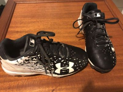 Under armor size 13 kids baseball cleats barely worn