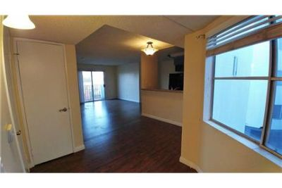 Spacious 2 bedroom. 2 Baths apartment with Balcony & of Downtown L. A. skyline