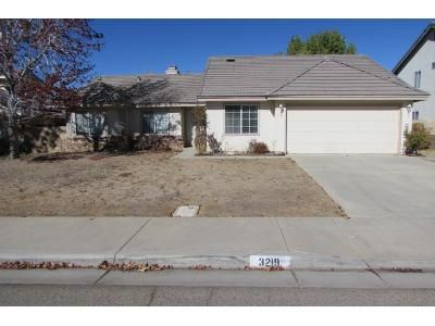 3 Bed 2 Bath Foreclosure Property in Palmdale, CA 93551 - Mariposa Ave