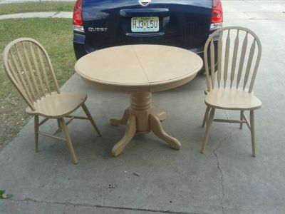 round oak kitchen table with 2 chairs