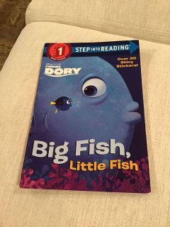 Finding Dory - Big Fish, Little Fish Paperback with stickers