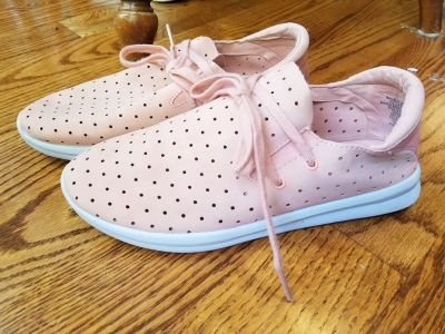 Womens size 7 tennis shoes from Target. Great condition! Super lightweight