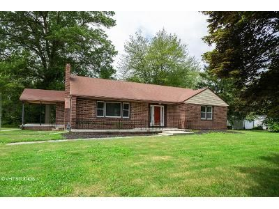 3 Bed 2 Bath Foreclosure Property in Hammonton, NJ 08037 - White Horse Pike