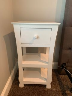 White End Table/ Nightstand