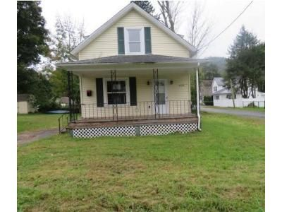 2 Bed 1 Bath Foreclosure Property in Matamoras, PA 18336 - 1st St