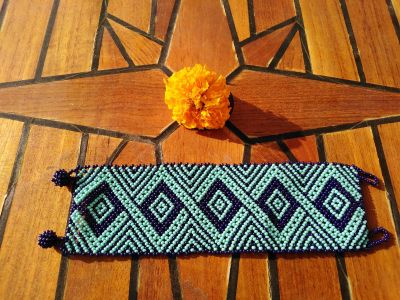 Handmade Mexican Huichol bracelet - approx 16.50 cm - turquoise zigzag pattern