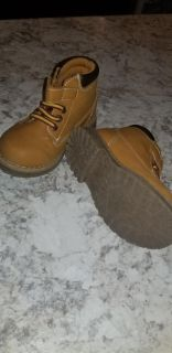 Toddler boys size 7 boots