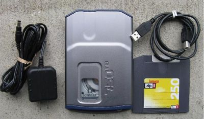 *~~ External Iomega Zip Drive 750mb USB w/one disk ~~ ZipDrive 750 ~~*