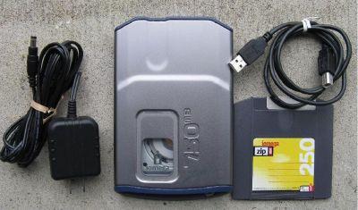 *~~ External Iomega Zip Drive 750mb USB w/one disk ~~ ZipDrive 750 ~~*
