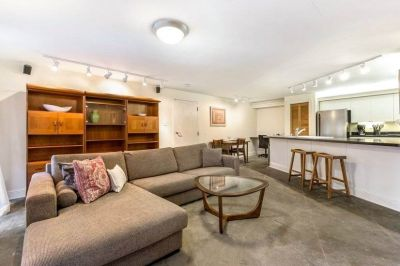 $2050 1 townhouse in Lakeview