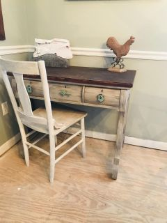 Desk with chair.Need gone.Located in Lawrenceburg