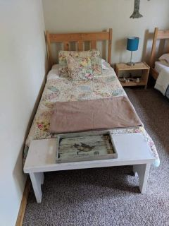 Twin bed set