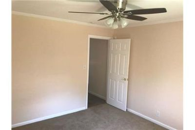 Apartment in great location. Offstreet parking!