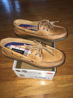 Sperry boat shoes - size 5.5 but will stretch to a 6