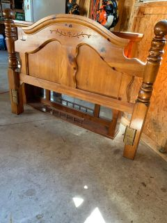 Queen size head/foot board, frame, and mirror