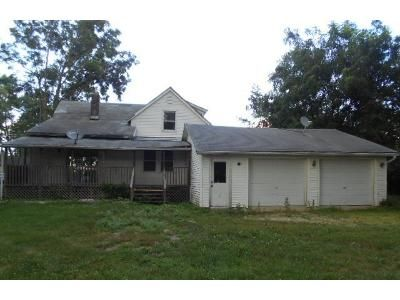 4 Bed 2 Bath Foreclosure Property in Odell, IL 60460 - E Elk St