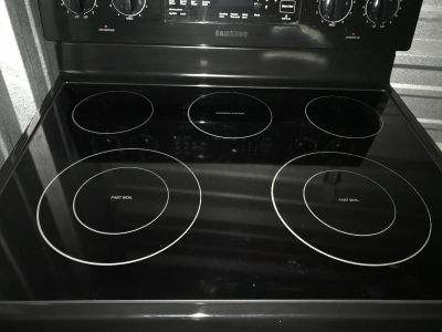Samsung electric Stove with 5 ranges and warmer. Self cleaning. Only used for a year and we just moved and it doesn t match our appliances.