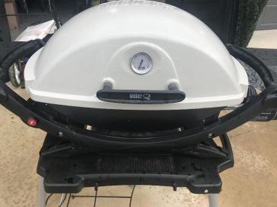 Weber Q220 with stand - Propane Grill