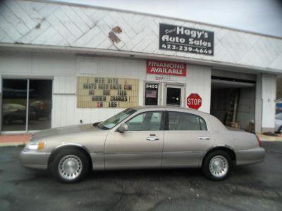 2000 Lincoln Town Car Executive (GOLD)