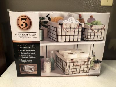 NEW IN BOX! 3 NESTING BASKETS W/LINERS