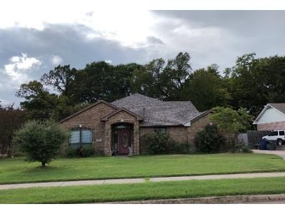3 Bed 2.0 Bath Preforeclosure Property in Lancaster, TX 75146 - Annette St