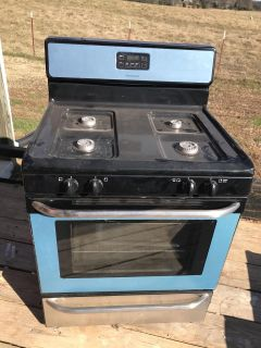 Frigidaire Gas Stove. Appears New.