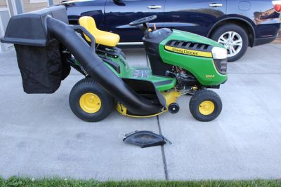 17.5 HP 42 in. deck-John Deere D105 riding lawn tractor