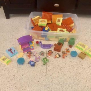 Duplo DORA set. 105 pieces including all the classic characters, foldout bed, picnic tables, trees, treasure chests etc!Excellent condition