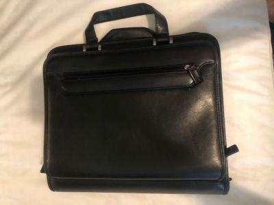 Foray Portfolio with carrying strap