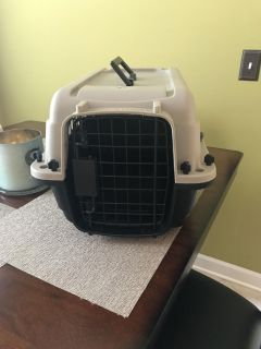 Small dog or cat kennel/carrier