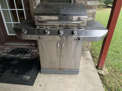 Gas grill & cover. Brazoria home pickup. See additional pics.