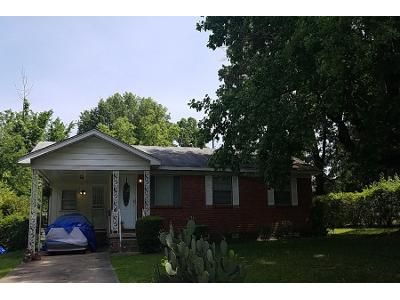 1.5 Bath Preforeclosure Property in Little Rock, AR 72209 - W 59th St