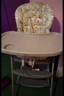 Neutral high chair