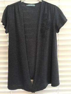 Very pretty Maurice's brand gray top with flower design, size Medium