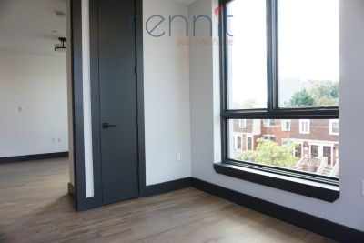 Bushwick apartment with a TON of natural light. Available ASAP. Near JMZ Express trains, coffee shops, restaurants and has rooftop access.