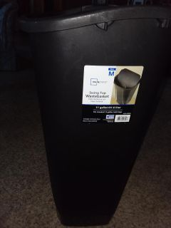 Garbage can like new no lid