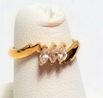 Vintage Sarah Coventry sz 3.5 Gold Tone Clear Gem Stone Ring Band Statement