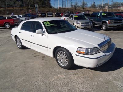 2004 Lincoln Town Car Signature (White)
