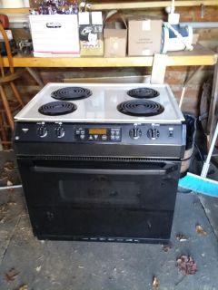 General Electric oven and cooktop